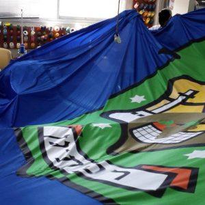Coser una bandera para el municipio de Ramat Gan de tela de surf