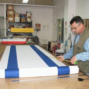 R. y coser la bandera israelí para el 66o Día de la Independencia del Estado de Israel 2014 y el Día de los Caídos de varios tamaños y según la orden
