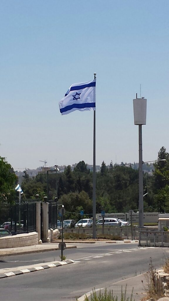 Installing תורן flagpole in the Prime Minister's Office in Jerusalem