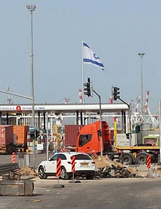 Instalación de un asta de bandera de acero de 45m en el puerto de Ashdod