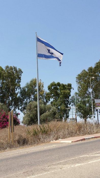 Installation תורן 40-foot-high Connie steel flagpole at the entrance to Lavie Indian Kibbutz