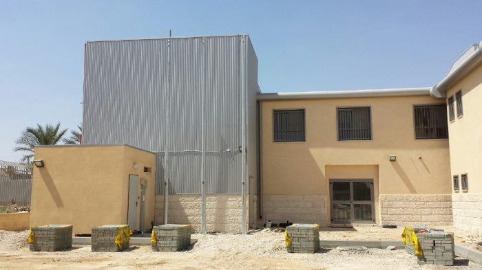 Installing 8-meter kony steel alligs at Tel Sheva police station