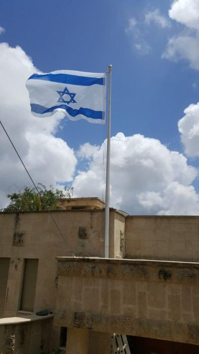 Installation תורן 20-foot connie aluminum flagpole with hugs on the roof of a private house in the Danya neighborhood of Haifa