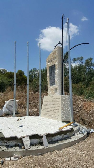 Installing a 15-foot-tall coney steel mast at the Memorial of the Detention Camps in Latrun תורן