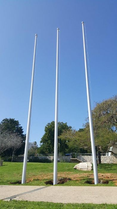 תורן 10-meter-high connie aluminum mast at Weizmann Institute