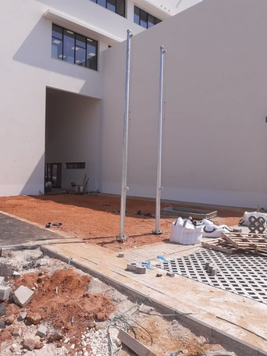Installation of a 15-foot-tall Connie steel flagpole at the Praise Masterpiece School in Tel Aviv תורן