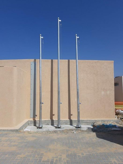 Installation תורן steel mast at a height of 5 + 6 meters at the base of silvers, distanceתרנים the mast centers 100 cm