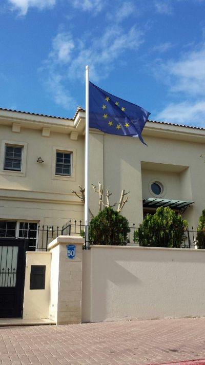 Installation of a 20-foot uniform steel mast by attaching to a wall at the Home of the European Union Ambassador to Israel תורן